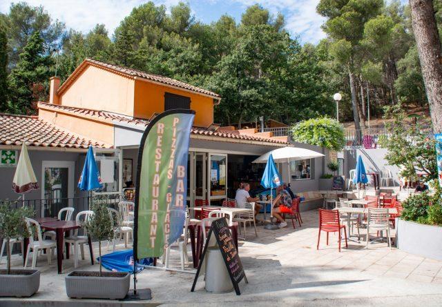 Vue du restaurant des Playes, un camping Six Fours 4 étoiles près de la mer